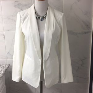 NWT FOREVER 21 CREME BLAZER & STATEMENT NECKLACE